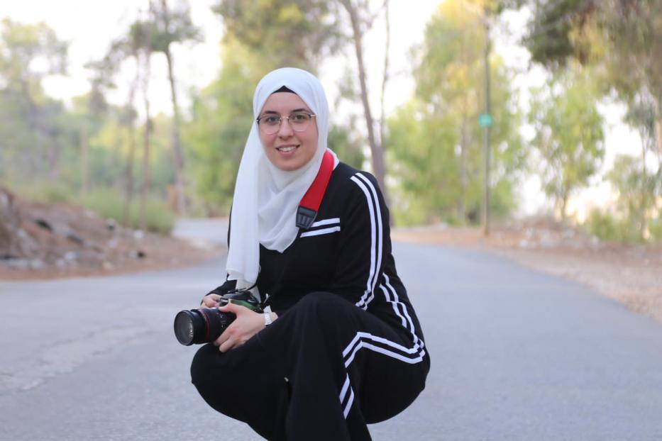 Bushra al-Taweel, jornalista palestina de 27 anos, foi detida em 8 de novembro, a caminho de casa, em um posto de controle militar israelense, perto do assentamento ilegal de Yitzhar, na Cisjordânia ocupada