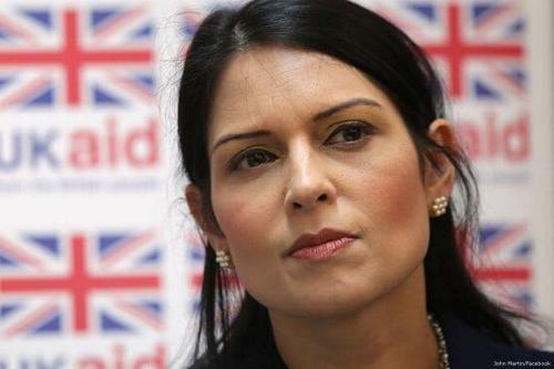 Secretária do Interior do Reino Unido Priti Patel [John Martin / Facebook]
