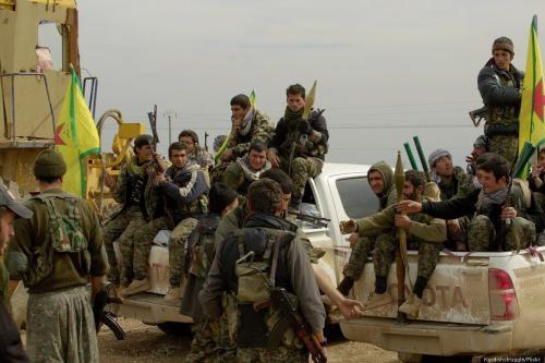 Membros da milícia das Unidades de Proteção do Povo Curdo (YPG), 28 de fevereiro de 2015. [Kurdishstruggle/Flickr]