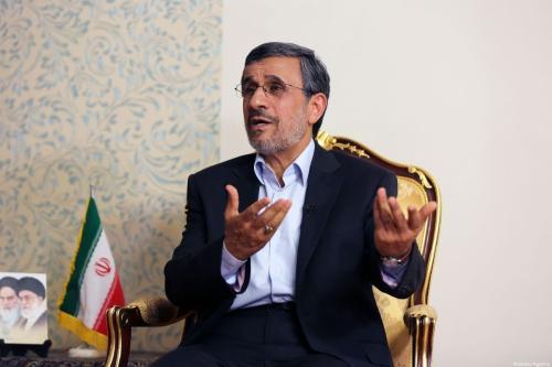 Ex-Presidente do Irã Mahmoud Ahmadinejad durante entrevista exclusiva em Teerã, 3 de setembro de 2019 [Fatemeh Bahrami/Agência Anadolu]