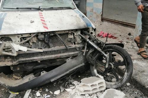 Carro danificado pela detonação de explosivos carregados em duas motocicletas, na área residencial densamente povoada de Jarabulus, na cidade de Aleppo, Síria, 25 de dezembro de 2019 [Mutez Muhammed/Agência Anadolu]