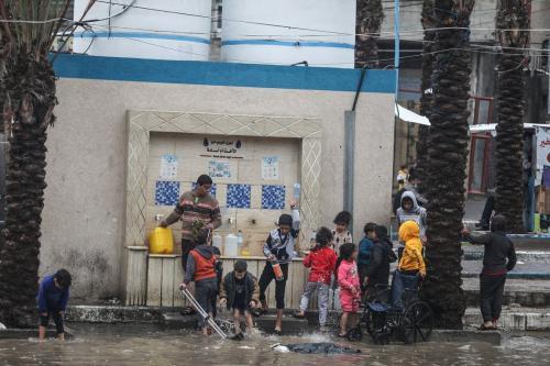 Palestinos no campo de refugiados de Jabaliya sobrevivem sob duras condições, na Cidade de Gaza, em 17 de dezembro de 2020 [Mustafa Hassona/Agência Anadolu]