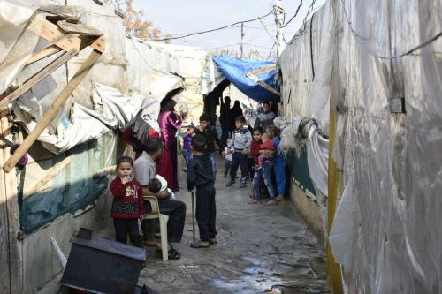 Crianças sírias são vistas em um campo de refugiados em Trípoli, Líbano, em 3 de janeiro de 2021. [Mahmut Geldi/Agência Anadolu]