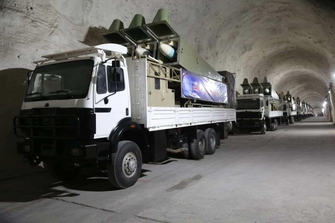 Mísseis são vistos na base subterrânea de mísseis construída na costa do Golfo Pérsico, no sul do Irã de Hormozgan, em 8 de janeiro de 2021. [Sepahnews/ Divulgação/ Agência Anadolu]