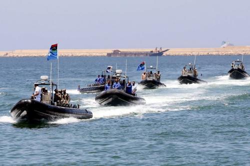 Membros das forças marítimas da Líbia em 3 de junho de 2015 [Mahmud Turkia/ AFP / Getty Images]