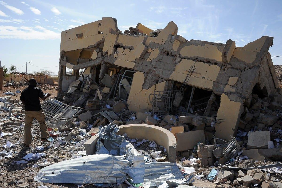 Edifício destruído por ataques aéreos franceses no Mali, em 5 de fevereiro de 2013 [Pascal Guyot/AFP/Getty Images]