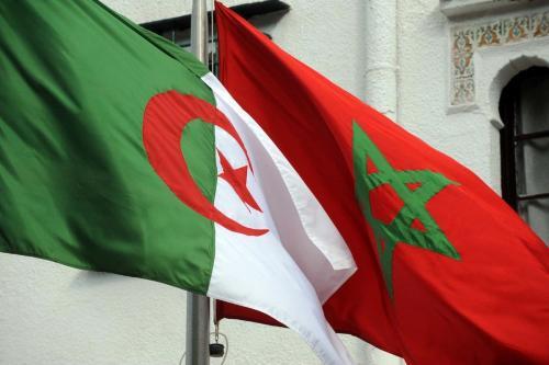 Bandeiras da Argélia e Marrocos na capital argelina Argel, em 24 de janeiro de 2012 [Farouk Batiche/AFP/Getty Images]