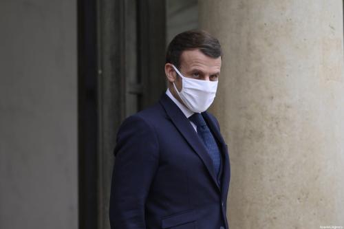 Presidente da França Emmanuel Macron aguarda a chegada do presidente interino do Mali Bah N'daw, em Paris, 27 de janeiro de 2021 [Julien Mattia/Agência Anadolu]