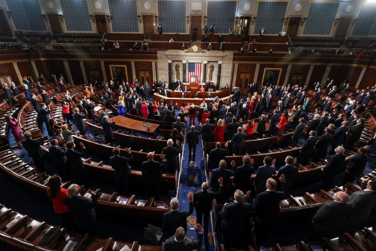 Primeira sessão do 117° Congresso na Câmara no Capitólio dos EUA, em 03 de janeiro de 2021, em Washington. [Tasos Katopodis/Getty Images]