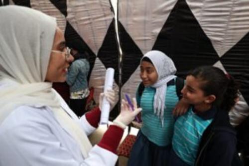 Egito endurece lei que proíbe a mutilação genital feminina, aumentando a pena máxima para 20 anos de prisão