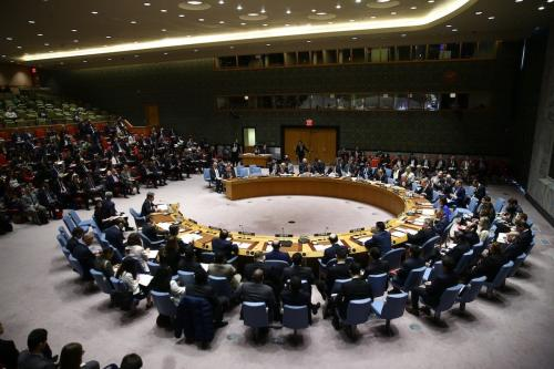 Representantes dos estados-membros do Conselho de Segurança das Nações Unidas durante reunião de emergência após ataques químicos na Síria, em Nova York, Estados Unidos, 5 de abril de 2017 [Volkan Furuncu/Agência Anadolu]