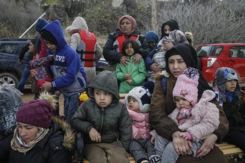 Refugiados sírios, à espera de asilo na Europa, na ilha de Lesbos, Grécia, 28 de fevereiro de 2020 [Ayhan Mehmet/Agência Anadolu]