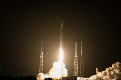 Foguete SpaceX Falcon 9 carrega o satélite turco Turksat 5A à órbita da Terra, a partir da Estação Espacial de Cabo Canaveral, na Flórida, Estados Unidos, 7 de janeiro de 2021 [Eva Marie Uzcategui Trinkl/Agência Anadolu]