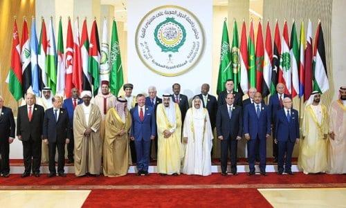 Líderes árabes posam para foto durante a 29ª Cúpula da Liga Árabe em Dhahran, Arábia Saudita