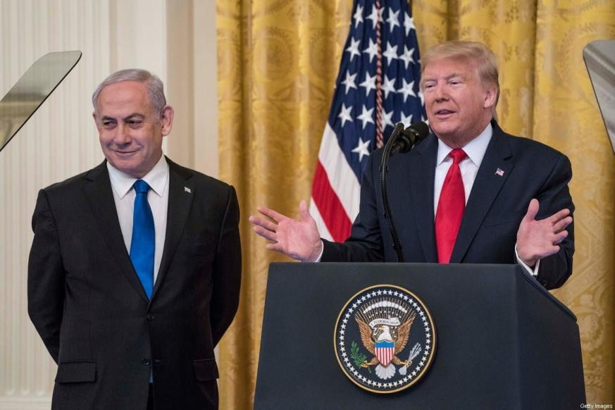 Primeiro-Ministro de Israel Benjamin Netanyahu e então Presidente dos Estados Unidos Donald Trump em coletiva de imprensa na Casa Branca, Washington DC, 28 de janeiro de 2020 [Sarah Silbiger/Getty Images]