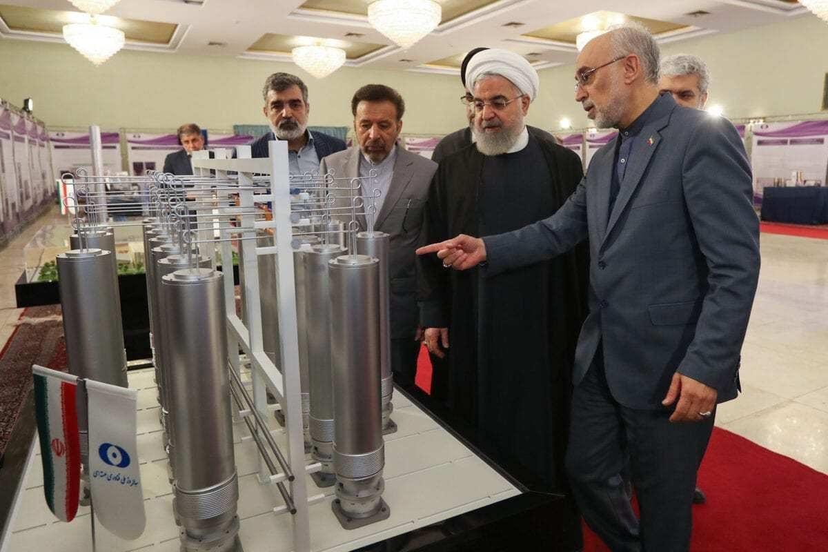 Presidente iraniano, Hassan Rouhani, é visto em uma exposição de tecnologias nucleares iranianas, em 9 de abril de 2019. [president.ir]
