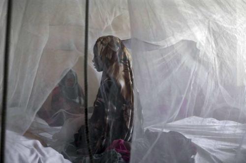 Civis são atendidos no Hospital Regional da Baía em Baidoa, capital do Estado da Baía da Somália, em 28 de março de 2017. [Arif Hüdaverdi Yaman/Agência Anadolu]