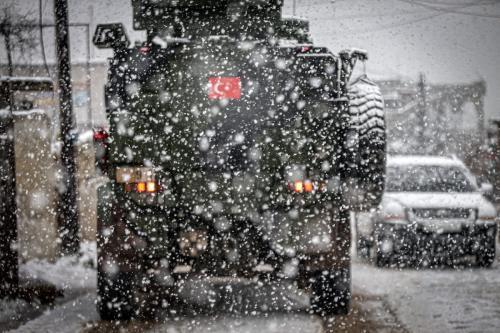 Veículos pertencentes às Forças Armadas turcas no distrito de Jabal al-Zawiya, Síria, em 17 de fevereiro de 2021. [Muhammed Said - Agência Anadolu]