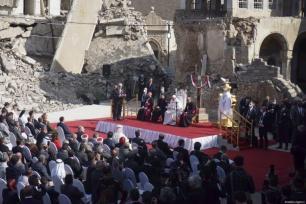 Papa Francisco participa da cerimônia na Praça da Igreja de Hosh al-Bieaa em Mosul , Iraque em 7 de março de 2021 [Osama Al Maqdoni / Agência Anadolu]