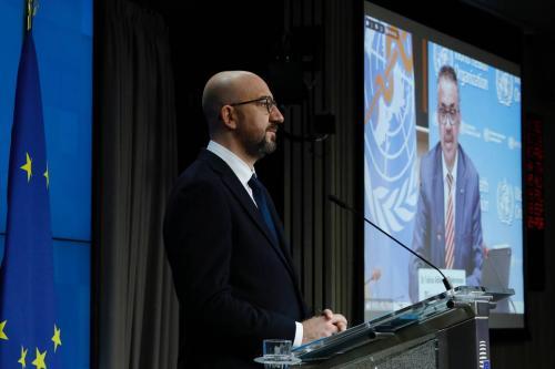 Charles Michel, presidente do Conselho Europeu, à esquerda, e Tedros Adhanom, diretor-geral da OMS, durante coletiva de imprensa, dia 30 de março de 2021, em Bruxelas, Bélgica [Divulgação/União Europeia]