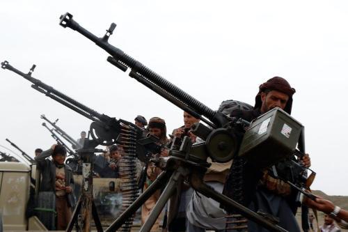 Combatentes houthis em caminhões militares durante reunião tribal em Sanaa, Iêmen, 1° de agosto de 2019 [Mohammed Hamoud/Getty Images]