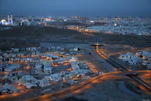 Ruas vazias sob lockdown contra o covid-19, em Muscat, capital de Omã, 27 de julho de 2020 [Mohammed Mahjoub/AFP via Getty Images]