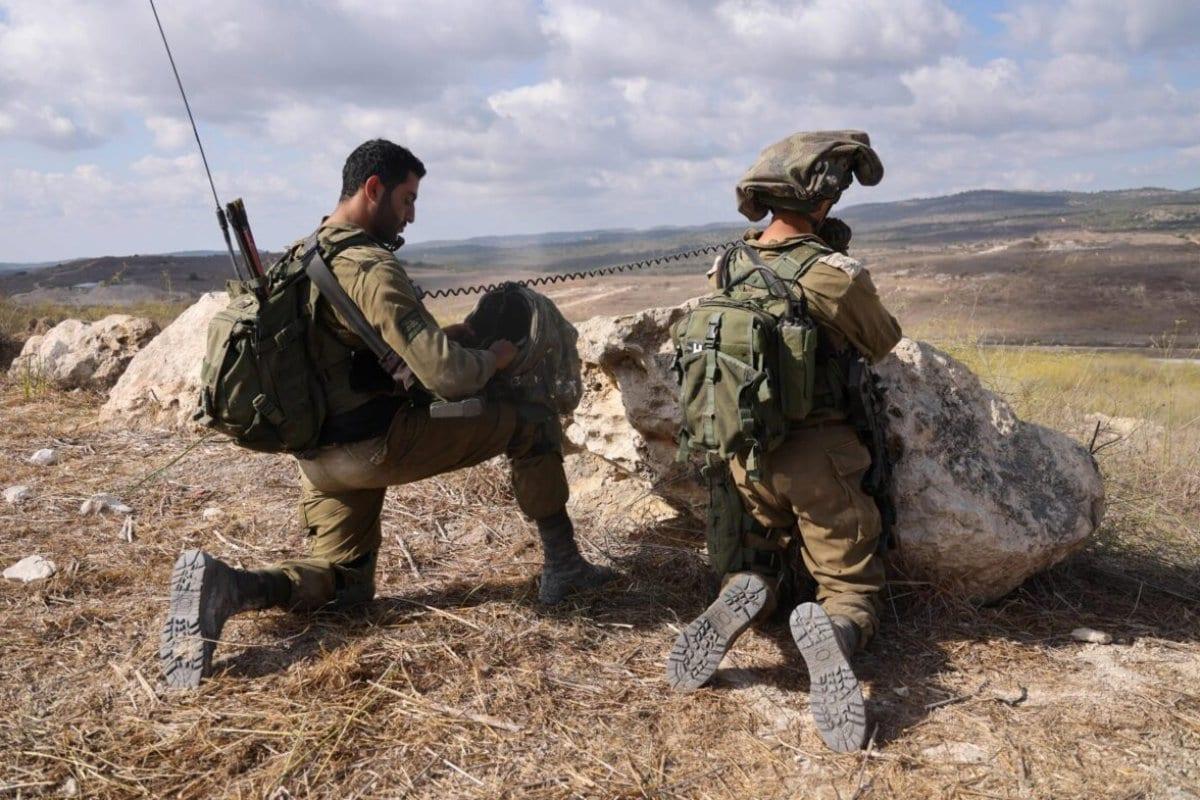 Soldados israelenses participam de exercícios militares perto da área de Elyakim, ao norte, em 14 de outubro de 2020. [Emmanuel Dunand/AFP via Getty Images]