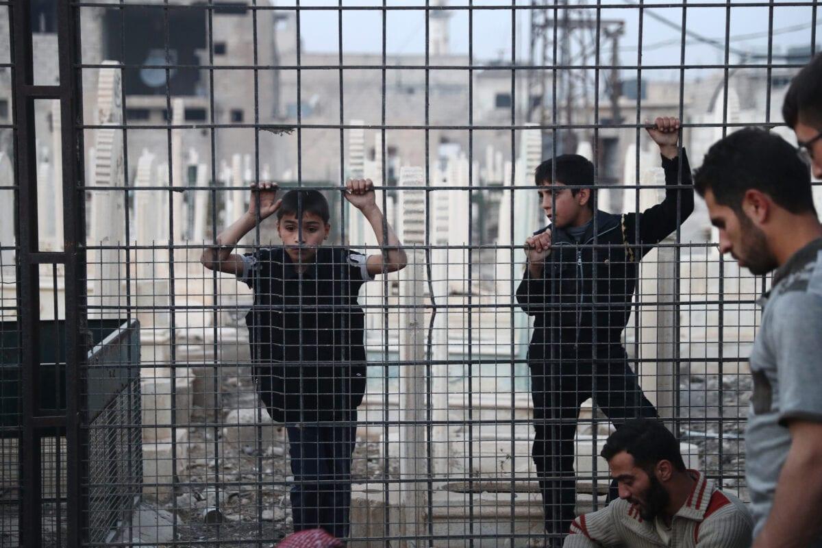 Meninos sírios em Damasco, em 14 de novembro de 2016 [Abd Doumany/ AFP via Getty Images]