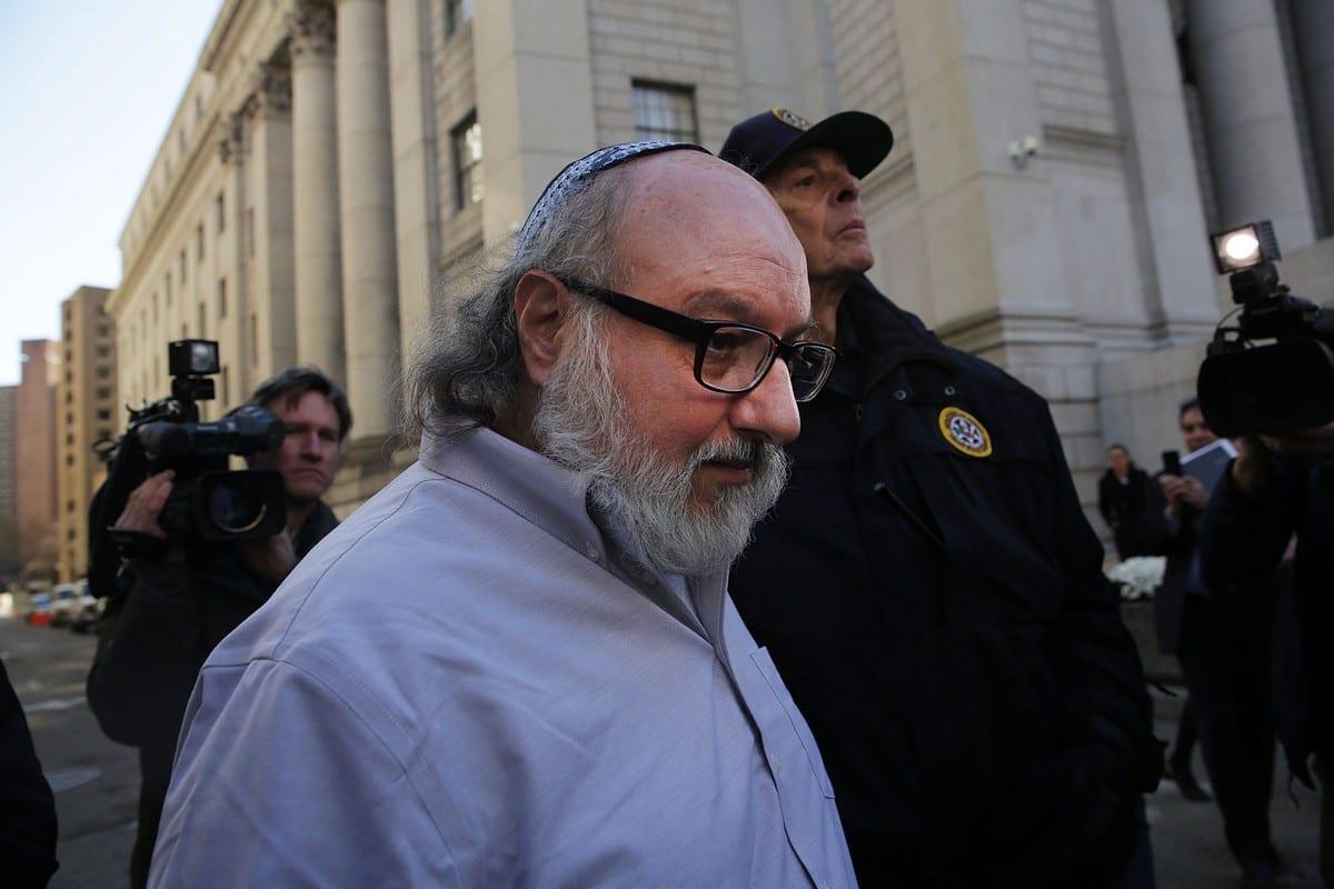 Jonathan Pollard, americano condenado por espionagem para Israel, deixa tribunal de Nova Iorque em 20 de novembro de 2015 [Spencer Platt/Getty Images]