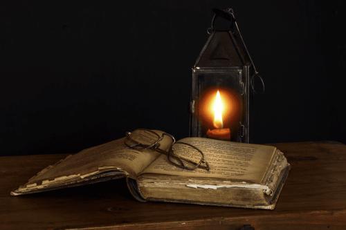 Livro antigo [pixhere/ Creative Commons]