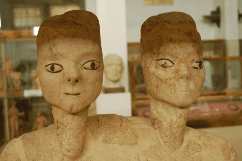 As estátuas de Ain Ghazal são uma série de estátuas monumentais de gesso e junco descobertas no local de Ayn Ghazal, na Jordânia. [Wikipedia]