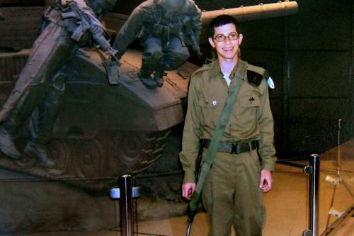 Relembrando o acordo de troca de prisioneiros de Gilad Shalit em Israel.