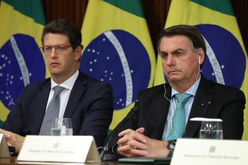 Presidente Jair Bolsonaro (à direita) e ministro do Meio Ambiente, Ricardo Salles, na reunião virtual da Cúpula de Líderes sobre o Clima, em 22 de abril de 2021[Reprodução/Twitter Ricardo Salles]