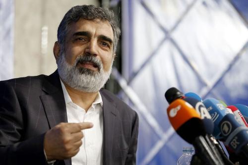 O porta-voz da Organização de Energia Atômica do Irã (AEOI), Behrouz Kamalvandi, responde à imprensa na capital Teerã, em 17 de julho de 2018. [Atta Kenare/AFP via Getty Images]