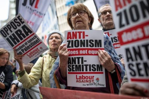 Manifestantes participam de protestos em frente a uma reunião do Executivo Nacional do Partido Trabalhista Britânico, em 4 de setembro de 2018, em Londres, Inglaterra. [Dan Kitwood/Getty Images]