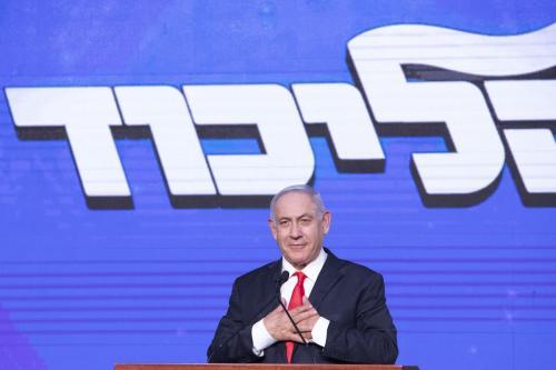 Benjamin Netanyahu, primeiro-ministro de Israel e o líder do partido Likud gesticula enquanto fala durante um evento do partido em Jerusalém, Israel, na quarta-feira, 24 de março de 2021. [Kobi Wolf / Bloomberg via Getty Images]