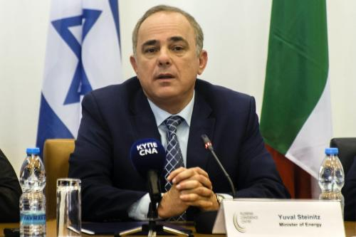 O ministro da Energia de Israel, Yuval Steinitz, em 5 de dezembro de 2017, na capital cipriota, Nicósia [Iakovos Hatzistavrou/AFP via Getty Images]