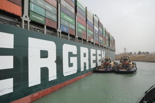 Obras de Flutuação da Embarcação encalhada no Canal de Suez em 25 de março de 2021 [Centro de Mídia do Canal de Suez]