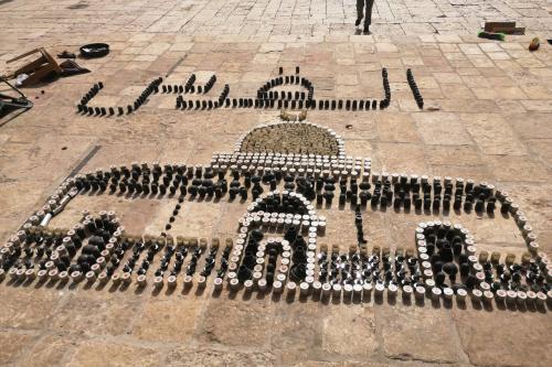 Palestinos formam Domo da Rocha com balas e granadas lançadas por Israel em Jerusalém
