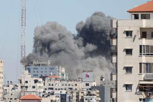 Destruição da torre de evacuação na Cidade de Gaza, 15 de maio de 2021 [Mustafa Hassona / Agência Anadolu]
