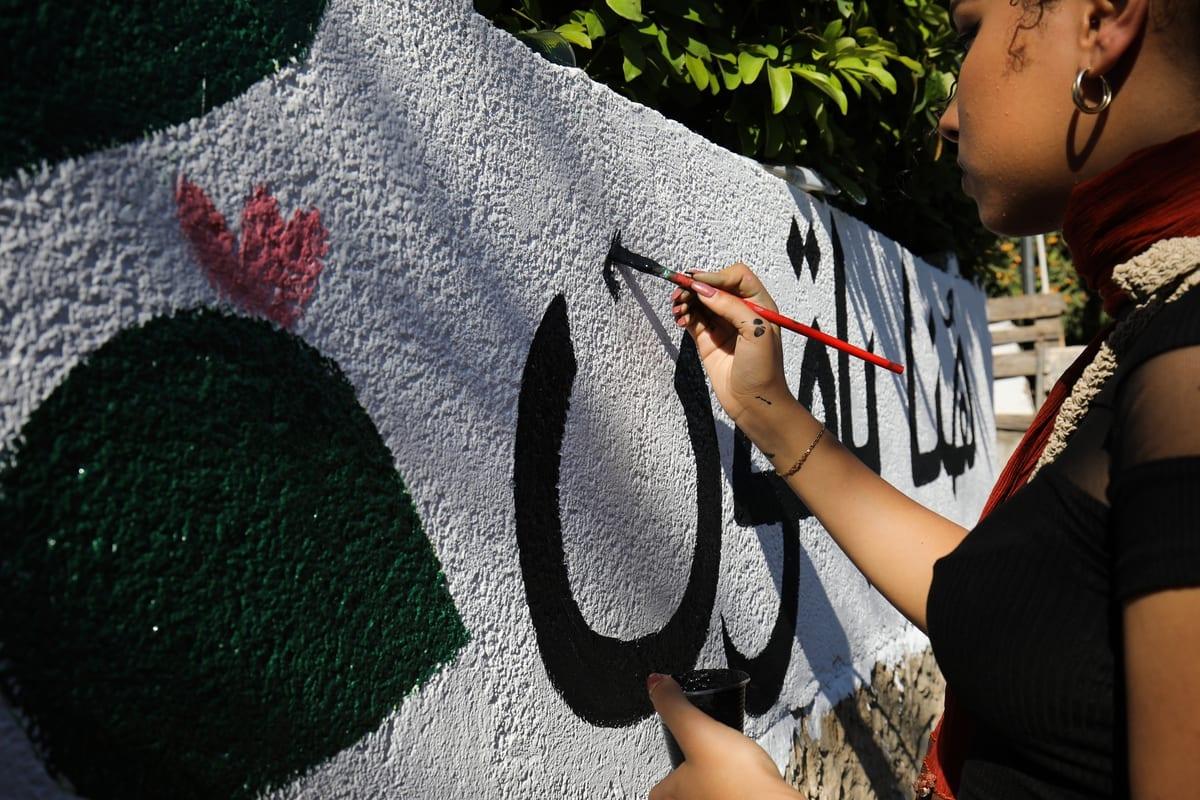 Palestinos realizam uma manifestação pelo 73º aniversário da Nakba, em 15 de maio de 2021 no bairro Sheikh Jarrah de Jerusalém Oriental. [Mostafa Alkharouf - Agência Anadolu]
