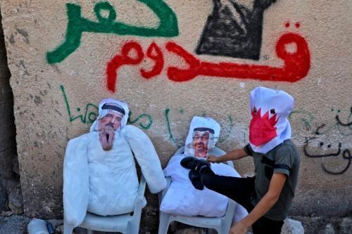Israel ataca a mesquita de Al-Aqsa com a ajuda de nações árabes -charge [Sabaaneh / Monitor do Oriente Médio]