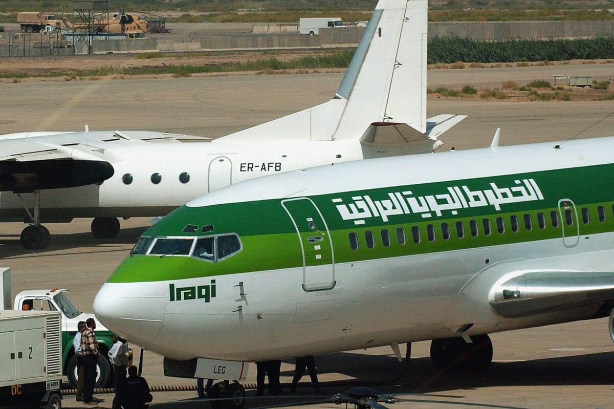 Um Boeing 737 da Iraqi Airways pousa na pista do Aeroporto Internacional de Bagdá, 18 de setembro de 2004, em Bagdá, Iraque [Wathiq Khuzaie/Getty Images]