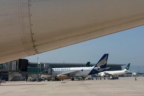 Aviões estacionados na pista do novo Aeroporto Internacional de Islamabad, Paquistão, 8 de maio de 2018 [Aamir Qureshi/AFP via Getty Images]