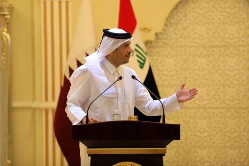 O ministro das Relações Exteriores do Catar, Mohammed bin Abdulrahman Al-Thani, dá uma entrevista coletiva conjunta no Iraque, em 24 de março de 2021 [Murtadha Al-Sudani/Agência Anadolu]