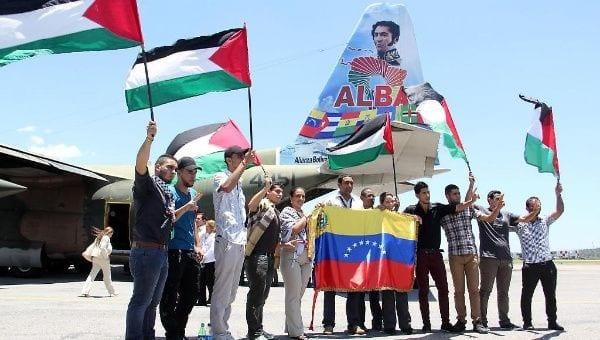 A posição da Venezuela contra a ocupação é antiga, como mostra a foto de uma delegação venezuelana de ajuda humanitária à Palestina em 2014 [Arquivo/Telesur]