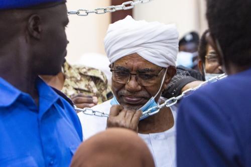 Julgamento do ex-presidente sudanês Omar Al-Bashir sobre o golpe de 1989 que o trouxe ao poder em Cartum, Sudão, em 15 de junho de 2021 [Mahmoud Hjaj/ Agência Anadolu]