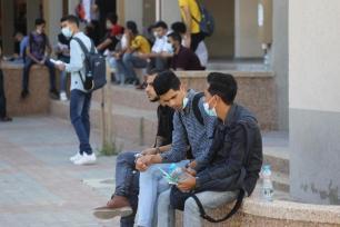 Estudantes realizam exame do ensino médio na Faixa de Gaza, em 24 de junho de 2021 [Mohammed Asad/Monitor do Oriente Médio]
