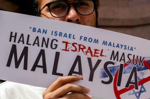 Manifestante protesta em frente à Mesquita Putra contra a aproximação entre Israel e Malásia, em Kuala Lumpur, 1° de fevereiro de 2019 [Mohd Samsul Mohd Said/Getty Images]