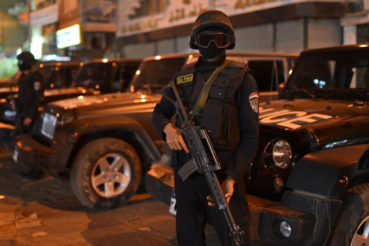 Forças de segurança egípcias em Gizé, Egito, em 28 de novembro de 2014 [Amr Sayed/ApaImages]
